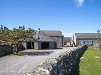oronsay-priory-cross-farm-buildings